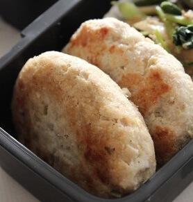 弁当にカレー風味鶏ひき肉おからハンバーグ